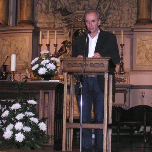 Organist Marcel Verheggen adviseur KKOR en organist van het concert geeft een toelichting