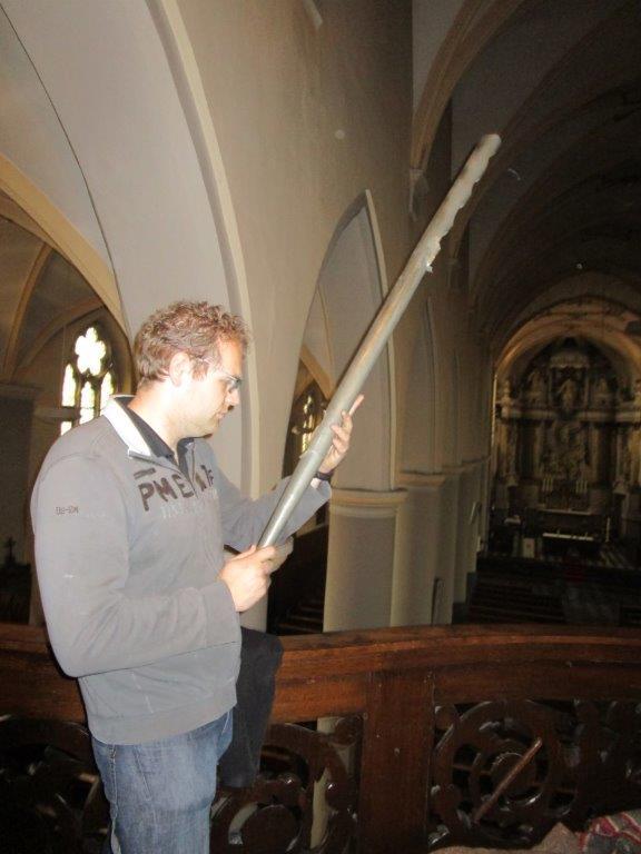Gerrit de Jong met pijp rugwerk
